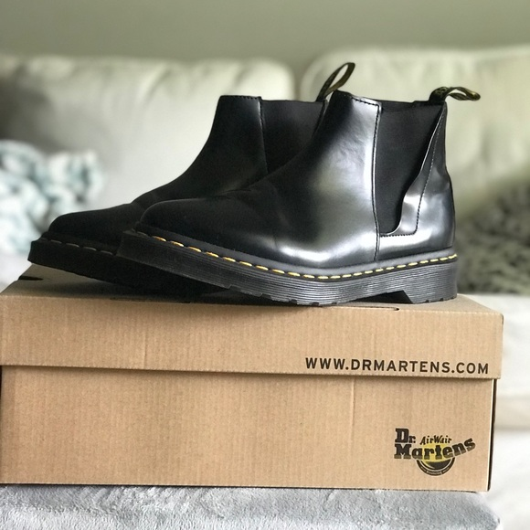 Dr. Martens Bianca Chelsea Boot Urban Outfitters | Botas
